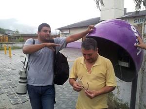 Equipe de reportagem foi abordada por bandidos na Padre Manoel da Nóbrega, em São Vicente (Foto: Cássio Lyra/G1)