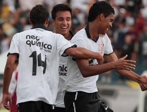 Copinha - Corinthians comemora gol sobre o Primeira Camisa (Foto: Celio Messias/Agência Estado)