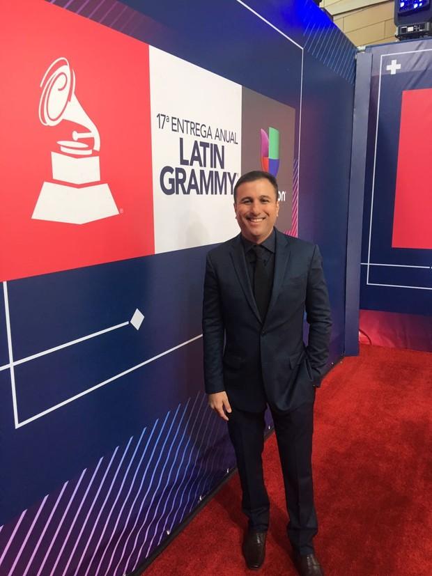 DJ Tubarão no Tapete Vermelho do Grammy Latino (Foto: Débora Figueira / Divulgação)