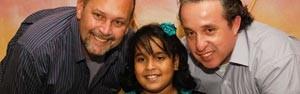 Primeira criança adotada por casal homossexual faz presentes para 2 (Arquivo Pessoal)