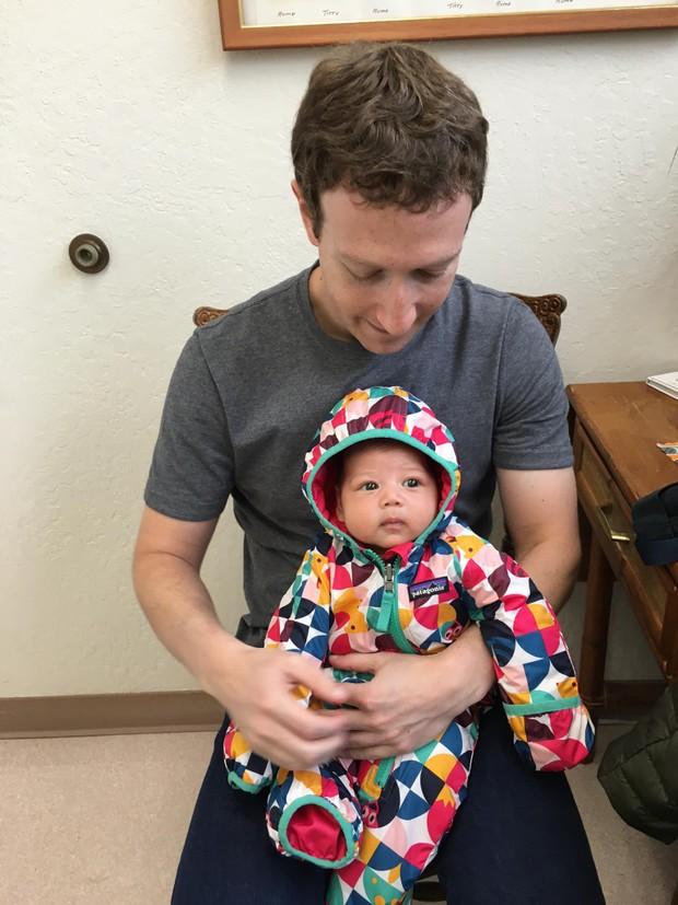 Mark Zuckerberg com a filha (Foto: Reprodução/Facebook)