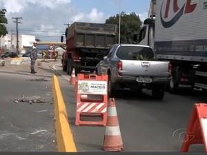 Após mudanças, motoristas reclamam de trânsito intenso na rotatória (Foto: Reprodução/TV Gazeta)