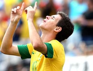 Oscar comemora gol do Brasil contra a Argentina (Foto: Mowa Press)
