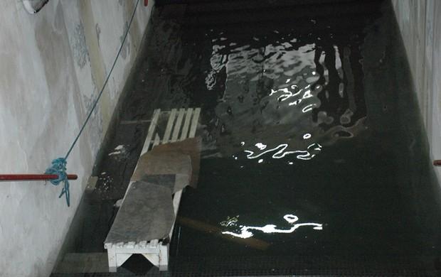 estádio almeidão, túnel, chuva (Foto: Richardson Gray / Globoesporte.com/pb)