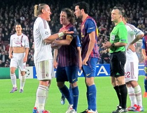 Confusão Mexés e Busquets Barcelona x Milan especial Messi (Foto: Cahê Mota / Globoesporte.com)