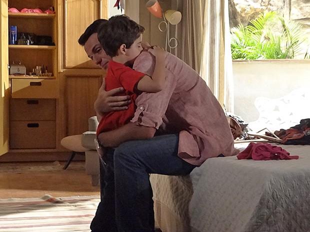 Théo promete que vai cuidar de Junior (Foto: Salve Jorge/TV Globo)