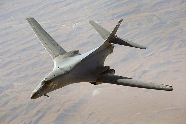 Foto de arquivo fornecida pela Força Aérea dos EUA mostra o bombardeiro B-1B  (Foto: Staff Sgt. Aaron Allmon/U.S. Air Force/AP)