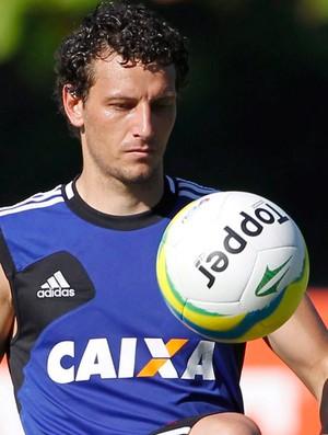 Elano treino Flamengo (Foto: Márcio Alves/Agência O Globo)