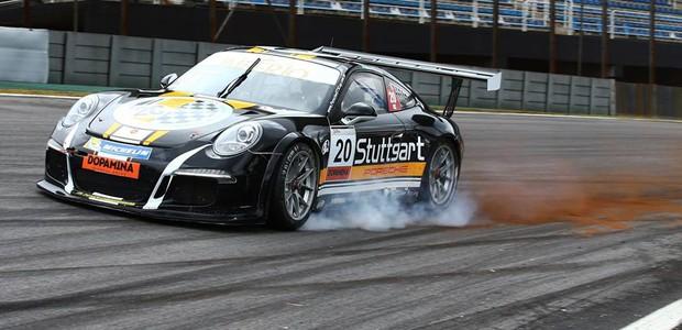 Marcel Visconde #20 chegando forte no S do Senna A (Foto: Luca Bassani/PorscheCup)