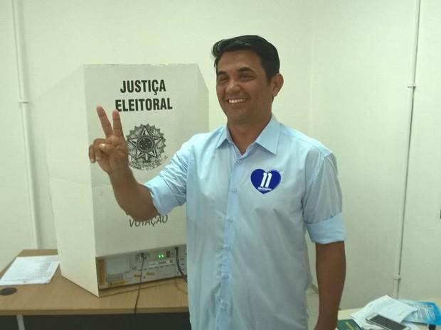 Wellington do Curso (PP) vota em São Luís (Foto: Sidney Pereira/ TV Mirante)