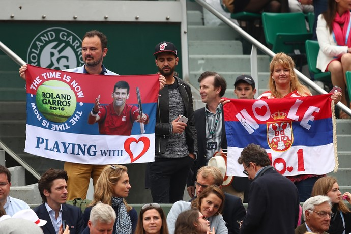 Torcida Novak Djokovic na final em Roland Garros (Foto: Getty Images)