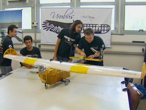 Avião feito por alunos da Unicamp ficou em segundo lugar em competição Sul-Americana (Foto: Sávio Monteiro / EPTV)
