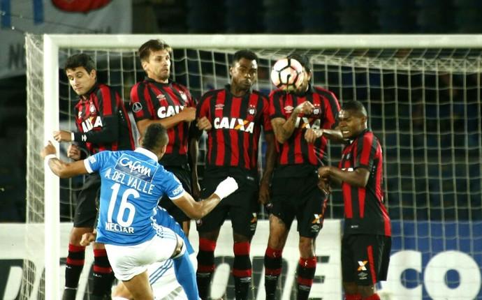 Atlético-PR Millonarios (Foto: Hugo Harada/Gazeta do Povo)