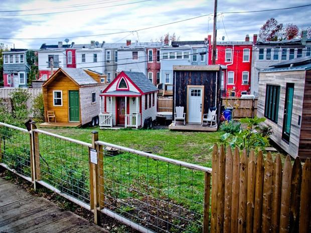 Conjunto de casas minúsculas em Washington, nos EUA (Foto: Jay Austin)