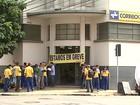 Trabalhadores fazem buzinaço em agência dos Correios em Ribeirão, SP