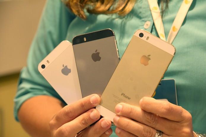 iPhone 5S preto foi o mais vendido do dia; iPhone 5C quase não foi escolhido (Foto: Allan Melo / TechTudo)