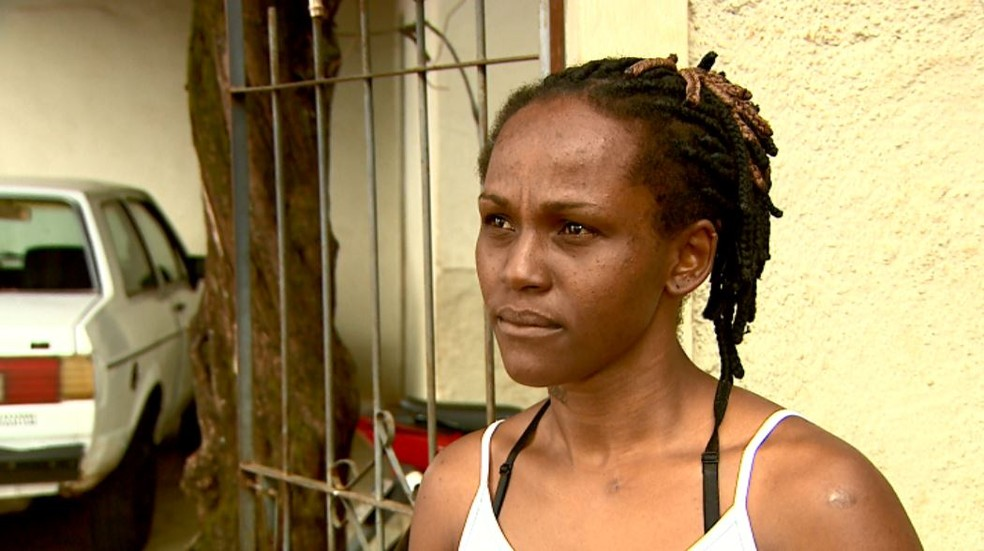 Aiara Cristine da Silva diz que o filho foi agredido por professora em Barretos, SP (Foto: Claudio Oliveira/EPTV)