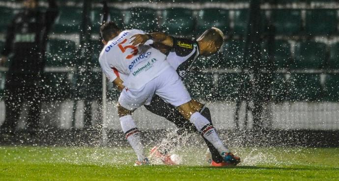 Figueirense x Joinville, lance de jogo (Foto: ESTADÃO CONTEÚDO)