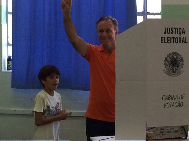 Paulo Piau votou em Uberaba (Foto: Bruno Sousa/G1)