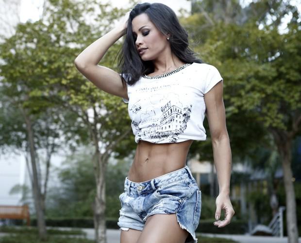 Fernanda D'avila faz pose enquanto mostra a ótima forma (Foto: Inácio Moraes / Gshow)