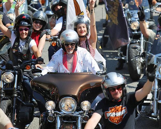 Amantes da Harley-Davidson invadem as ruas de Barcelona, na Espanha, para desfile  (Foto: AFP/ Quique Garcia)