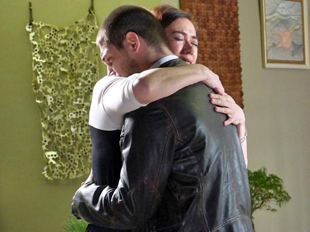 Maria Marta e João Lucas abrem o coração e se reconciliam (Foto: Império / TV Globo)