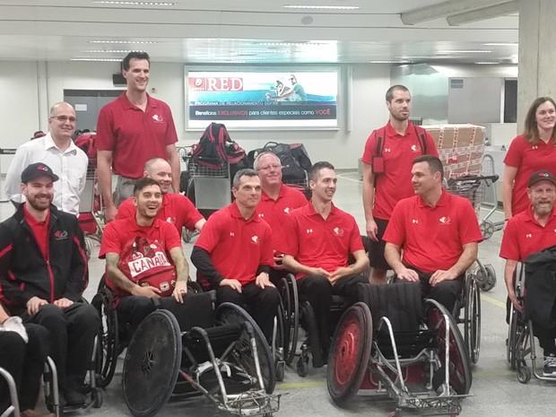 Atletas de rugby em cadeiras de roda no Galeão (Foto: Divulgação/RIOgaleão)