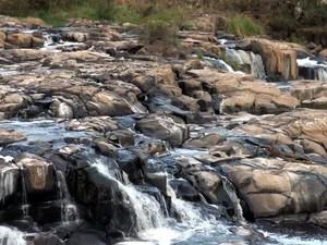 Rio Piracicaba com vazão de 33,36 metros cúbicos por segundo (Foto: Edijan Del Santo / EPTV)