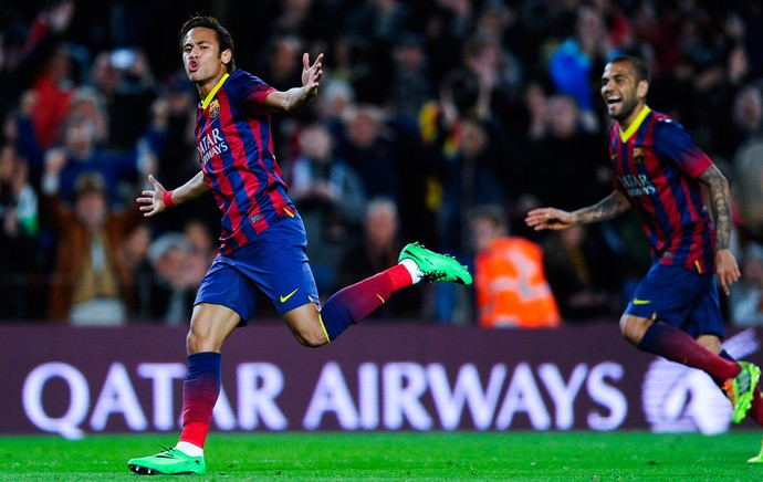 Neymar e Daniel Alves comemoram, Barcelona x Rayo Vallecano (Foto: Getty Images)