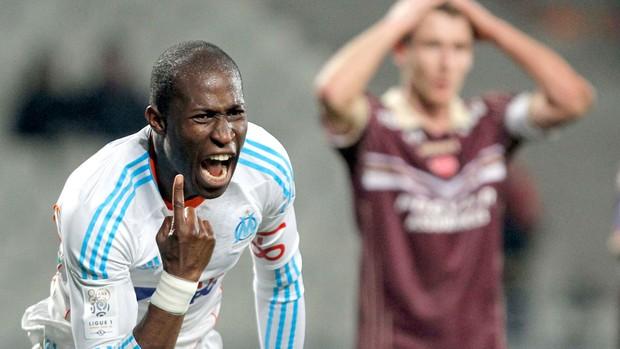 Rod Fanni comemora gol do Olympique contra o Valenciennes (Foto: Reuters)