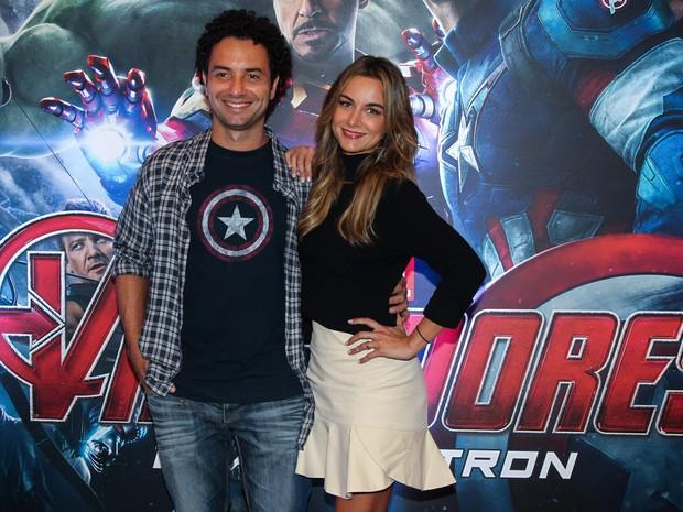 Marco Luque com a mulher, Flavia Vitorino, em première em São Paulo (Foto: Manuela Scarpa/ Foto Rio News)