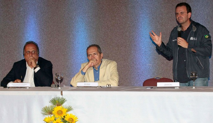 Pezão, Eduardo Paes e Aldo Rebelo, coletiva orçamento jogos olímpicos Rio 2016 (Foto: Ale Silva / Ag. Estado)