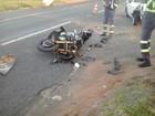 Casal em moto fica ferido após colisão com carro em rodovia de Ocauçu
