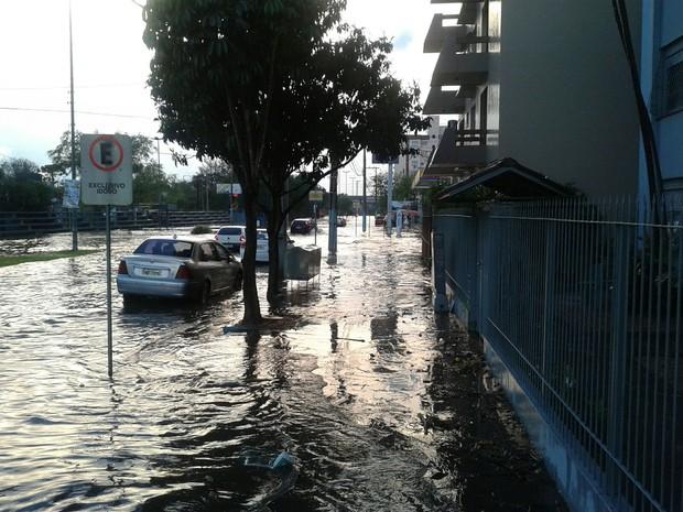 Trecho da Avenida Dom João Becker ficou alagado (Foto: Prefeitura de São Leopoldo/Divulgação)