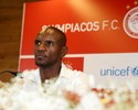 Abidal se aposenta, confirma oferta do Barça, mas adia decisão sobre futuro