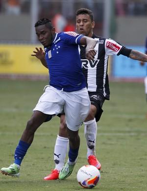 Willians e Marcos Rocha (Foto: Douglas Magno)