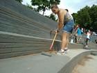 Calouros pintam Parque Vitória Régia como trote solidário em Bauru
