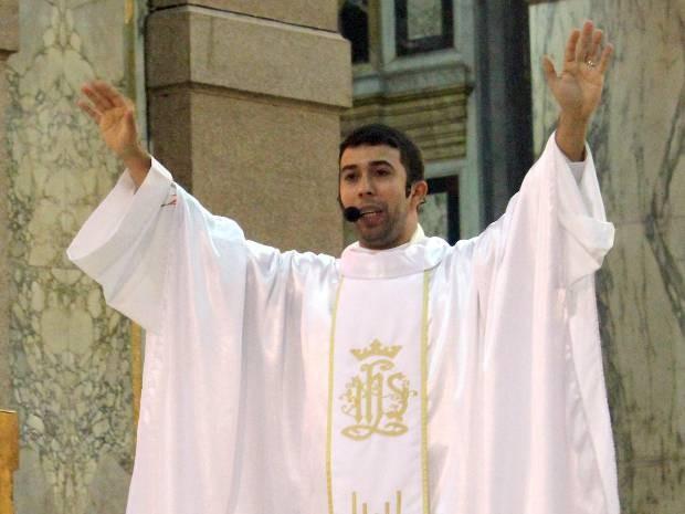 Padre Geffison Silva passou três anos na Basílica antes de ser afastado.  (Foto: Divulgação/ Basílica Santuário de Nazaré)