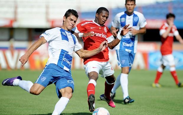 Fred do Internacional na partida contra o Cruzeiro-POA (Foto: Edu Andrade / Ag. Estado)
