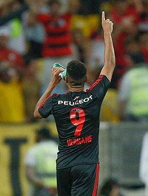 Hernane gol Flamengo contra o Bahia (Foto: Alexandre Cassiano / Agência O Globo)