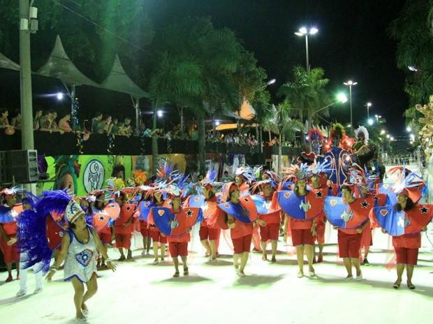 Caprichosos de Corumbá no desfile das escolas de samba do carnaval 2015 (Foto: Clóvis Neto/PMC)