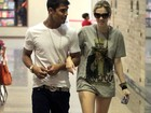 Sophia Abraho e Micael Borges passeiam em shopping no Rio 