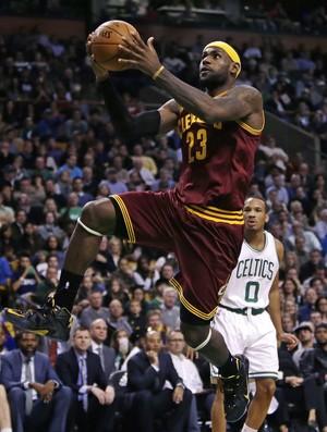 LeBron James Cleveland x Boston NBA - AP (Foto: AP)