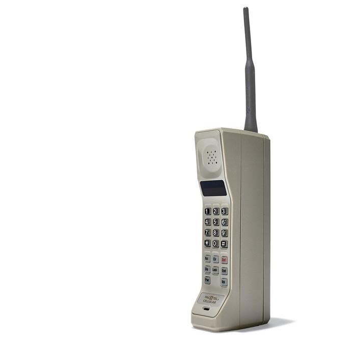 Motorola DynaTAC 8000 foi o primeiro celular verdadeiramente portátil do mundo (Foto: Divulgação/Motorola)