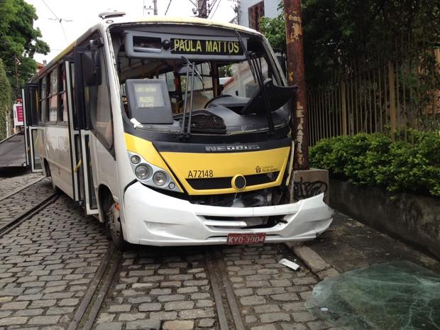 Acidente com ônibus em Santa Teresa deixou 16 feridos (Foto: Carolina Lauriano / G1)
