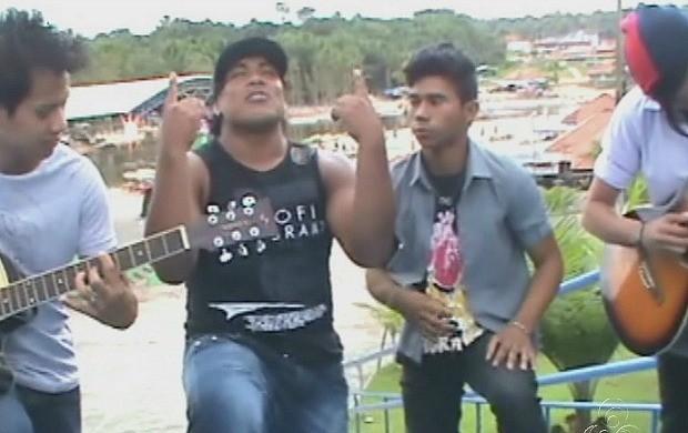 Cantores locais fazem cadastramento na prefeitura de Rio Preto da Eva (Foto: Bom Dia Amazônia)