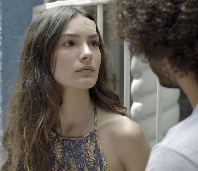 Luciana não consegue acreditar no que está acontecendo (Foto: TV Globo)