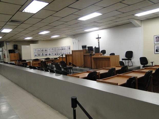 Salão do Tribunal de Júri do Fórum de Contagem, que receberá o julgamento de cinco réus do caso Eliza Samudio. (Foto: Cristina Moreno de Castro/G1)