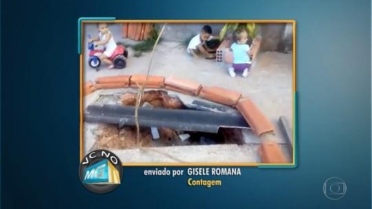 Buraco deixado após retirada de poste preocupa moradores de bairro em Contagem