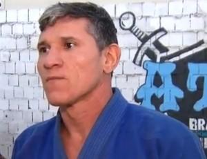 Carlinhos Popeye - treinador Leandro Higo TUF 4 (Foto: Reprodução / Inter TV Cabugi)